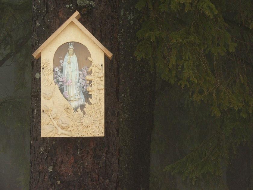 Kapliczka na drzewie