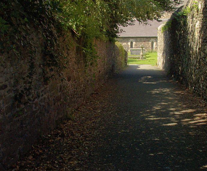 Alejka prowadząca do kościoła St Mary's