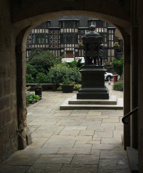 Pomnik Karola Darwina w Shrewsbury