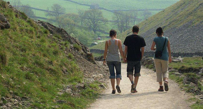 Yorkshire Dales - Malham - turyści na szlaku
