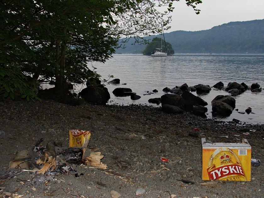Bałagan nad jeziorem